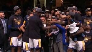 اهدای جام قهرمانی NBA به تیم گلدناستیت