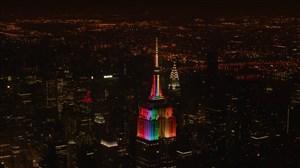 نور افشانی برج امپایر استیت به رنگ پرچم 32 کشور جام حهانی