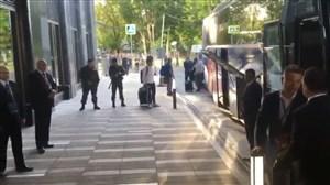 امضا دادن مسی به هوادران پیش از ورود به استادیوم