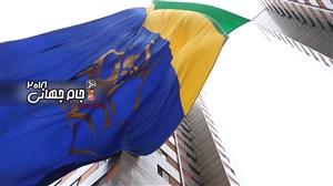 برافراشتن پرچم بزرگ کشور برزیل در خیابانهای سائوپائولو