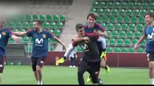 شوخی بازیکنان اسپانیا در تمرینات پیش از بازی با ایران