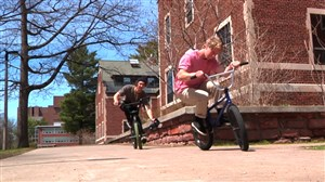 حرکات نمایشی جذاب با دوچرخه BMX