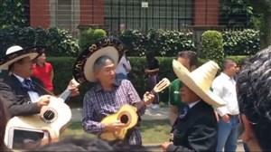 شادی مکزیکی ها با سفیر کره جنوبی در کشور مکزیک