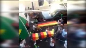 انتقام ؛ تشییع جنازه آلمان توسط هواداران برزیل