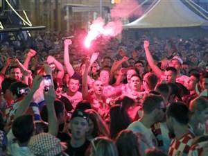 خوشحالی هواداران کرواسی پس از برد دانمارک