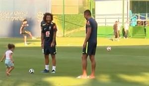 تمرین جالب تیمملی برزیل با حضور فرزندان آنها