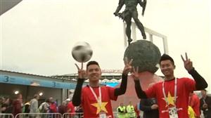 حرکات نمایشی دو هوادار ویتنامی حاضر در روسیه