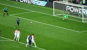 فرانسه با یک شوت 2 گل زد!