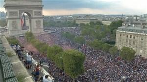 شادی مردم فرانسه در خیابانهای پاریس