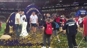 هجوم مردم به سکوی قهرمانی در استادیوم لوژنیکی(اختصاصی)