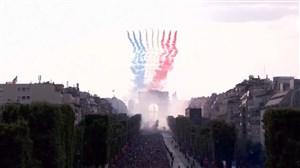 طرح پرچم فرانسه بر فراز آسمان پاریس در جشن قهرمانی