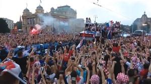 ورود تیم ملی کرواسی و استقبال مردم در شهر زاگرب