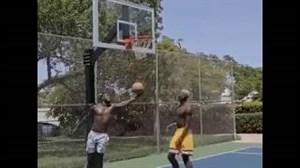 تقابل پوگبا و لوکاکو روی حلقه بسکتبال در تور آمریکا