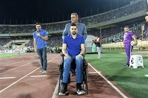 حضور پادوانی با ویلچر در ورزشگاه آزادی و تشویق هواداران