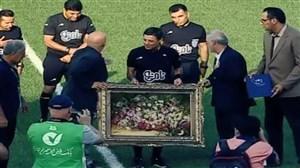 تجلیل از علیرضافغانی پیش از بازی سپیدرود-پدیده
