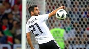 گوندوگان بر خلاف اوزیل در تیم ملی آلمان میماند