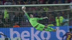 دو دبل سیو فوق العاده ترشتگن در بازی بارسلونا - سویا