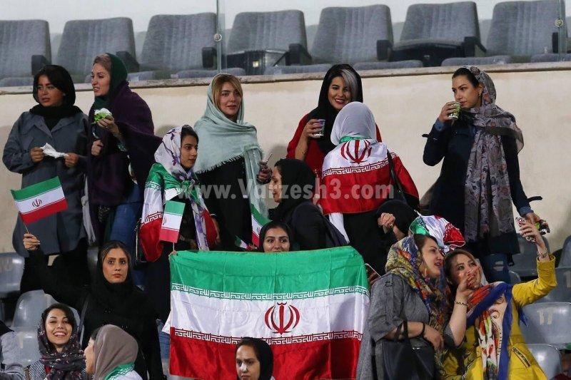 همسران بازیکنان تیم ملی در جایگاه ویژه(عکس)