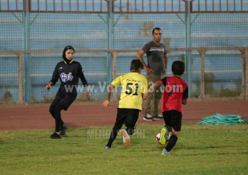 01423222 قضاوت داوران زن در فستیوال زیر 12 سال فوتبال پسران بوشهر| تصاویر